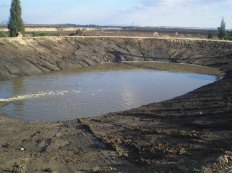 הזרמת מים לבריכה שיקוע נקיה לאחר ניקוי
