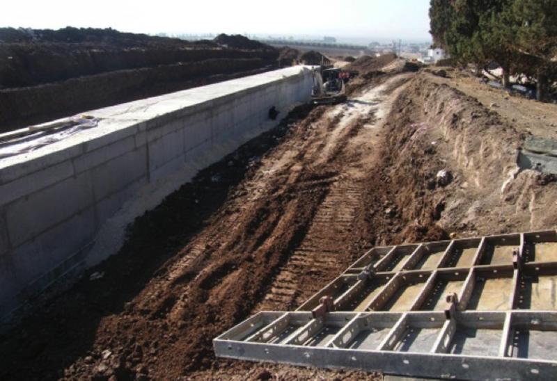 מובל בטון באורך 240 מ' במעלה הנחל (מתחיל בבית חולים העמק בעפולה).
