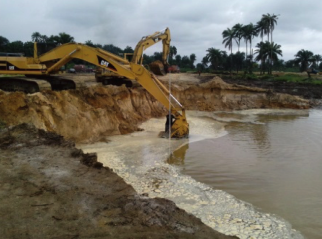 Sedimentation basins excavation dealing with ground water