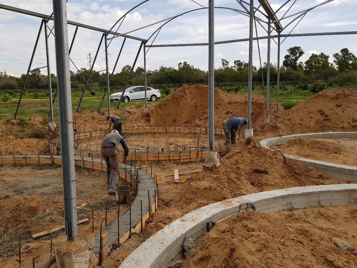 תחילת העבודה בבניית החווה